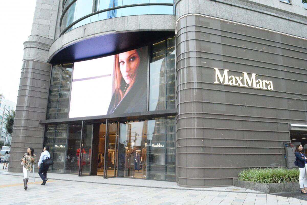 MaxMaraのLEDビジョンがカッコイイ-MaxMara青山店