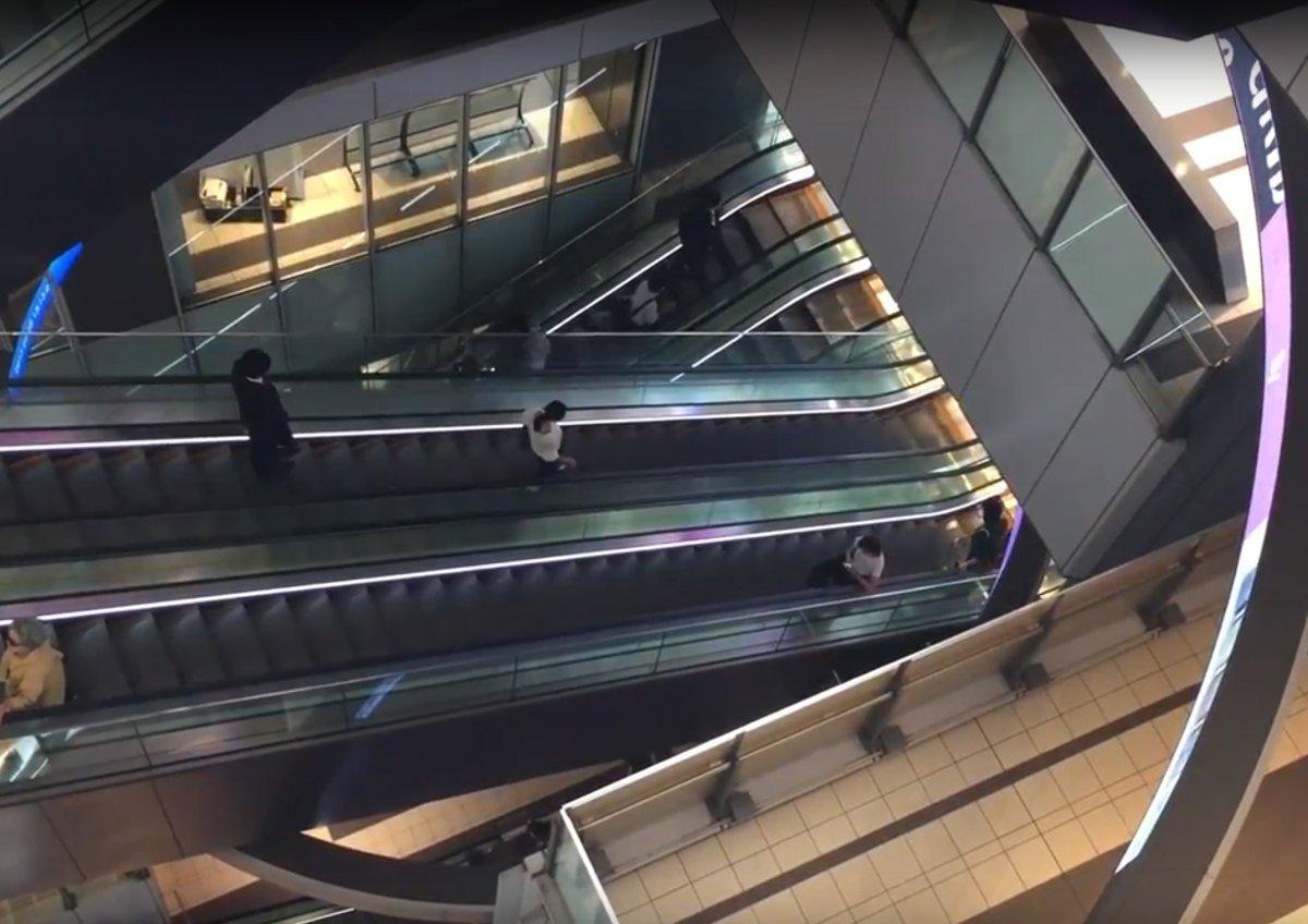 """円形大型LEDディスプレイ""""マルチリングサイネージ""""の空間演出!「渋谷ヒカリエ」"""