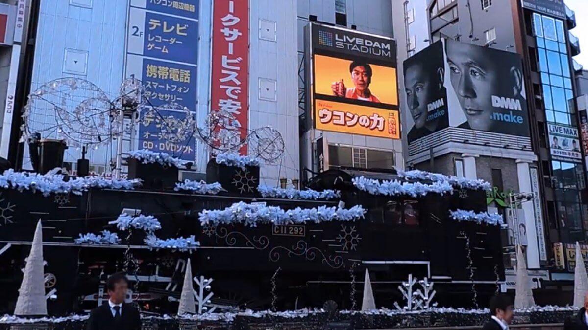 """国内有数のビジネス街""""新橋""""を代表するLEDビジョン「LIVE DAM STADIUM VISION」"""