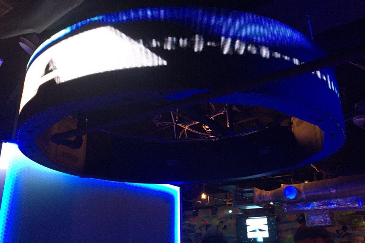 有名エンターテイメント店舗に、360°サークル型LEDビジョンを導入いたしました
