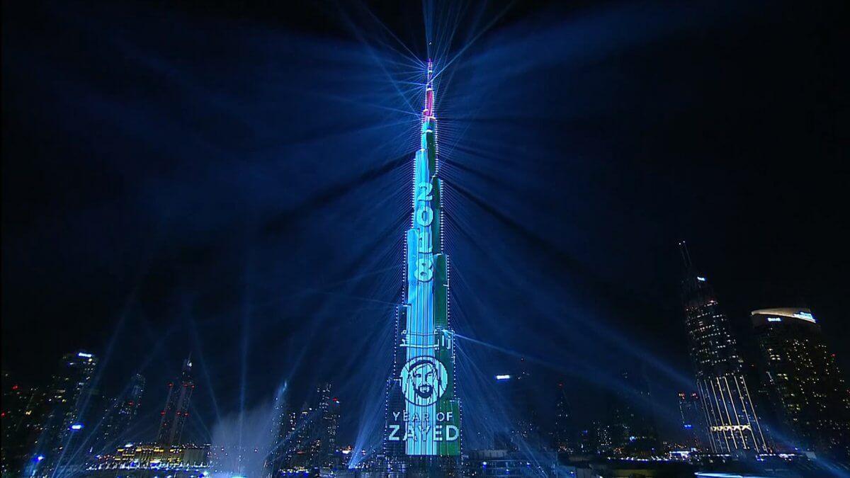 """世界一高い超高層ビル""""ブルジュ・ハリファ""""の超豪華LEDビジョン!ドバイのニューイヤーカウントダウン2018!"""