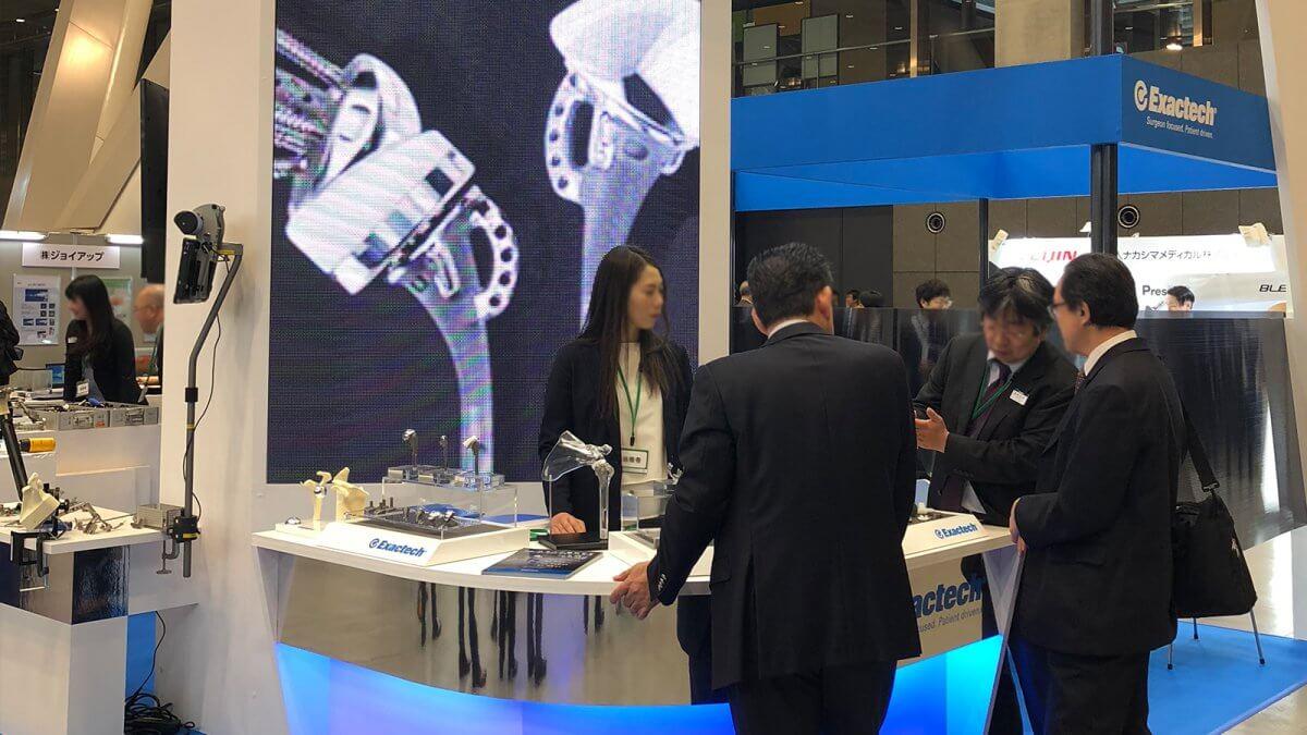 東京国際フォーラム「第48回日本人工関節学会」の機器展示ブースに、LEDビジョンを設置いたしました