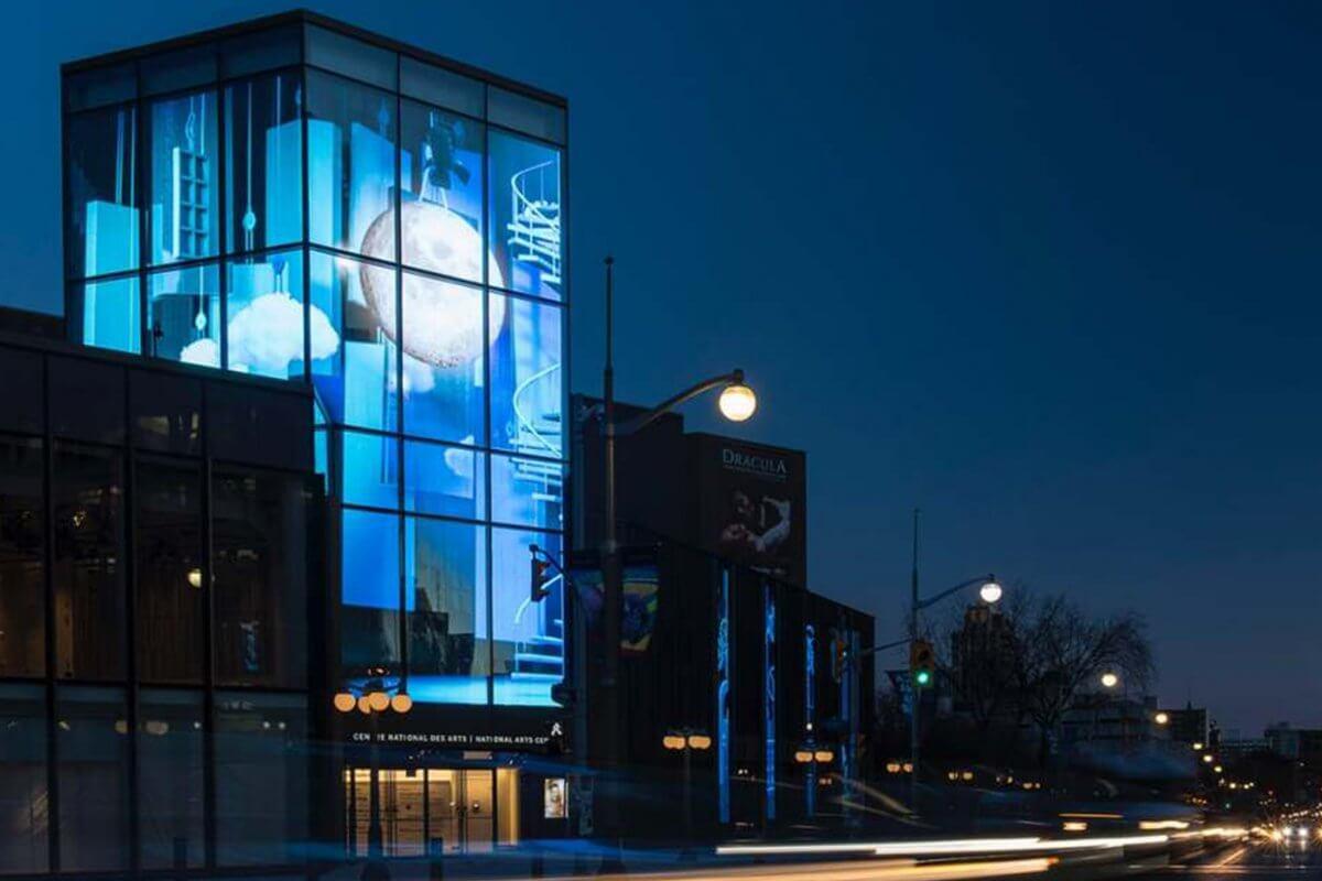 カナダ国立芸術センターにある、透明度最大93%の美しいLEDビジョン