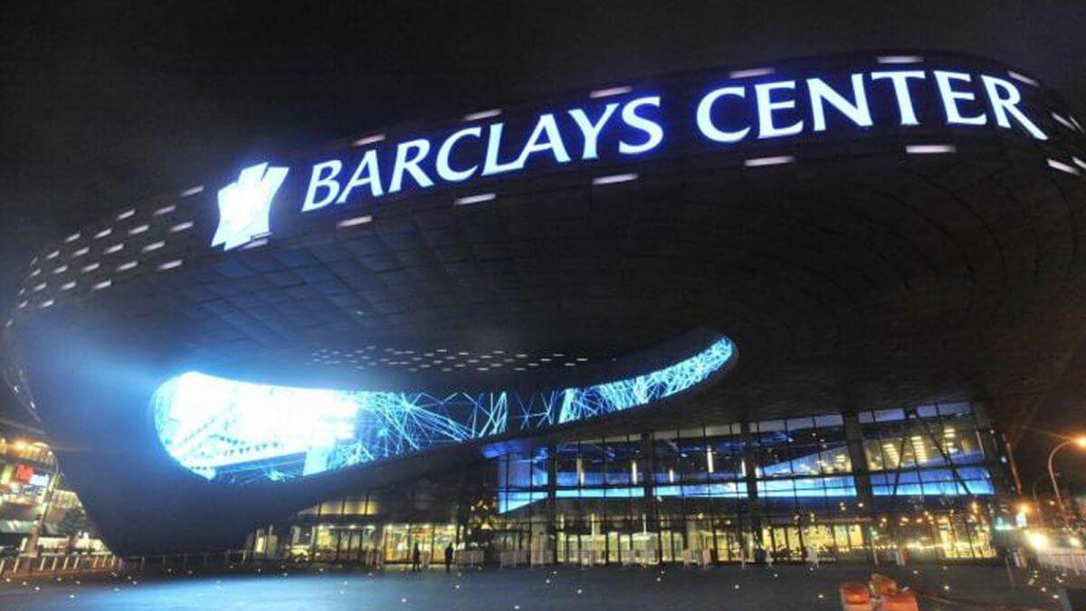 "NBAバスケットチーム""ブルックリン・ネッツ""の本拠地「バークレイズ・センター」の名物LEDビジョン"