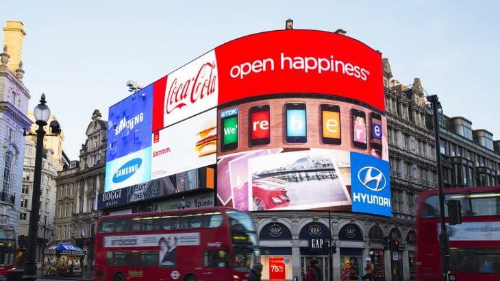 イギリス・ロンドンにある「ピカデリ−サーカス広場」のLEDビジョン