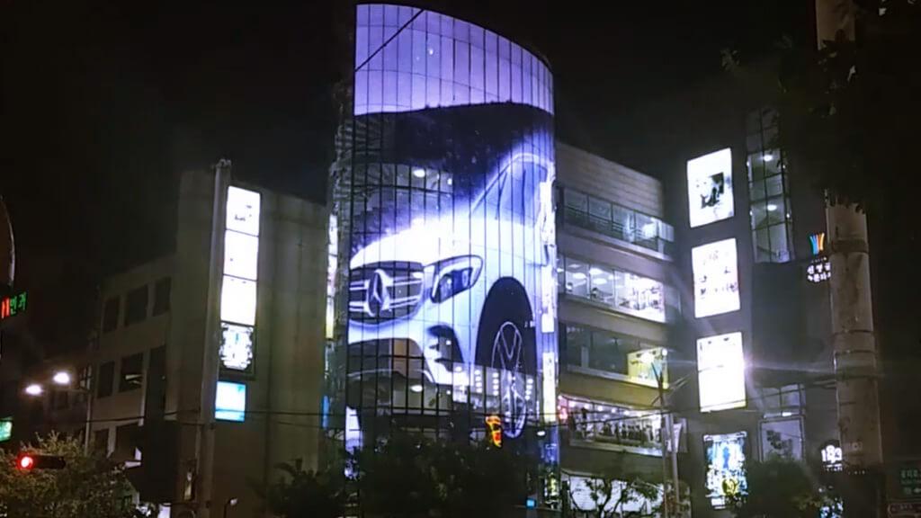 """ガラス面が印象的だった建物を巨大な""""ウィンドウビジョン""""へバージョンアップ!「Myungbo Art Hall / 韓国」"""