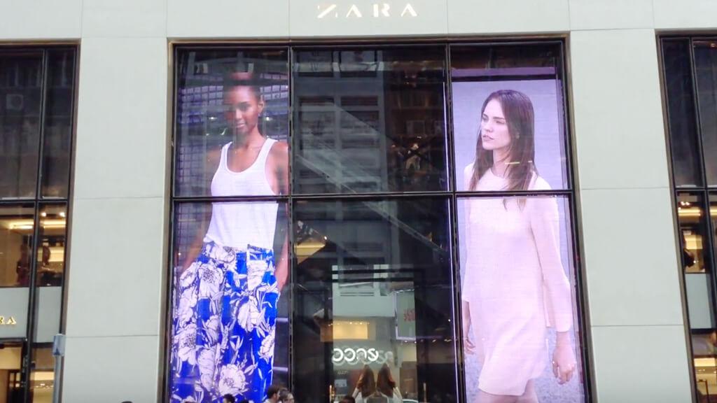 """香港の超有名ショッピングモールに見つけた""""ウィンドウビジョン""""「IFCモール・香港」"""