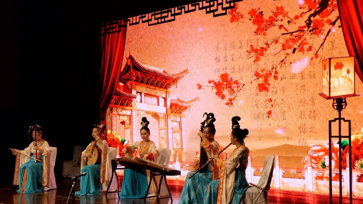中国・四川省の「食」をテーマにしたプロモーションセミナー会場に大型LEDビジョンを設置しました