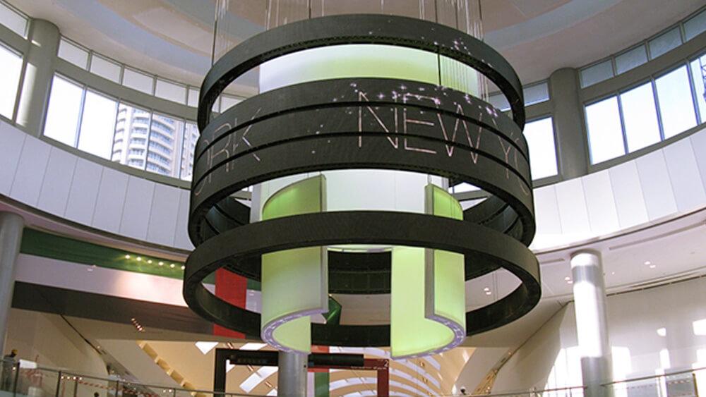 """ドバイのショッピングモールで見た""""動くリング""""のLEDビジョンが凄い!「Dubai Mall」"""