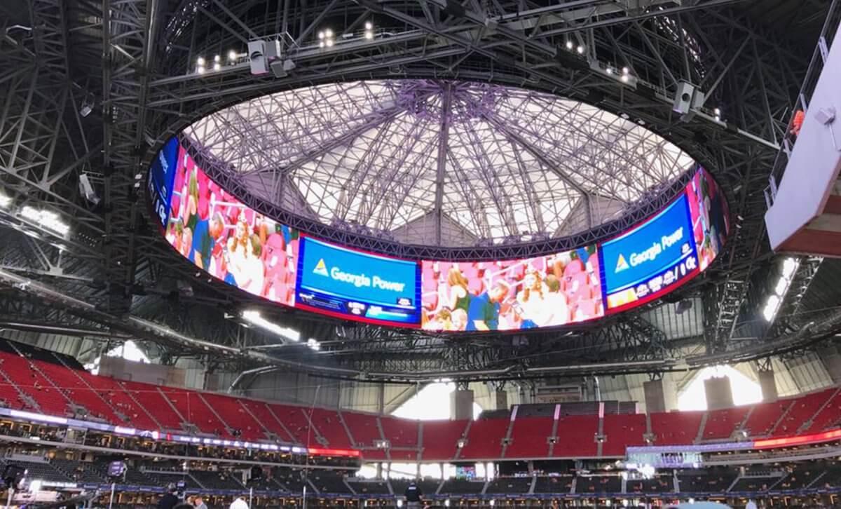 LEDビジョンはスポーツ観戦に新たな臨場感を与えている!「メルセデス・ベンツ・スタジアム」