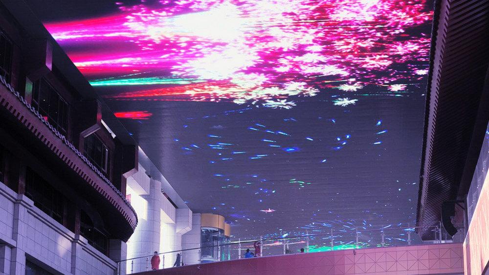 歴史の街「中国・西安」に見つけたアジア最大級サイズの超大型LEDビジョン!
