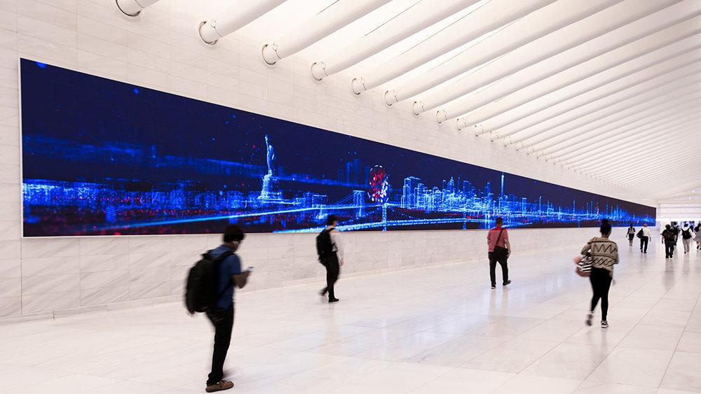 新しいワールドトレードセンター敷地内に超ロングなLEDビジョン!「Westfield World Trade Center / New York」