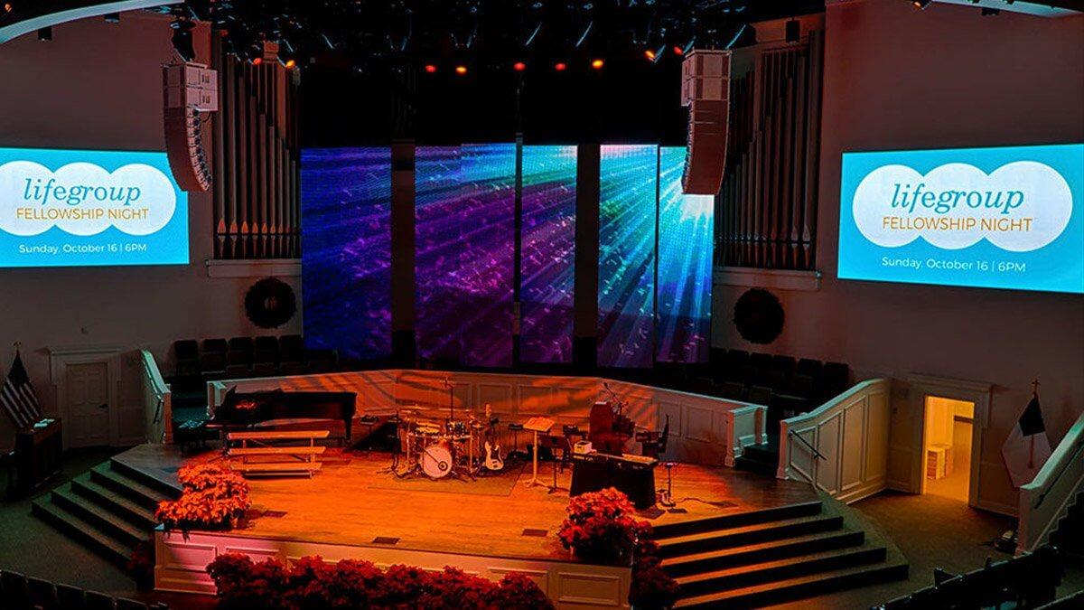 """3000人を集めるアメリカの""""教会""""に設置された革新的LEDビジョン「First Baptist Church」"""