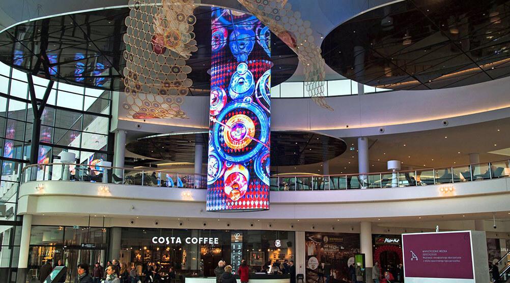 楕円型のウィンドウビジョンが輝くポーランド最大のショッピングモール「Posnania」