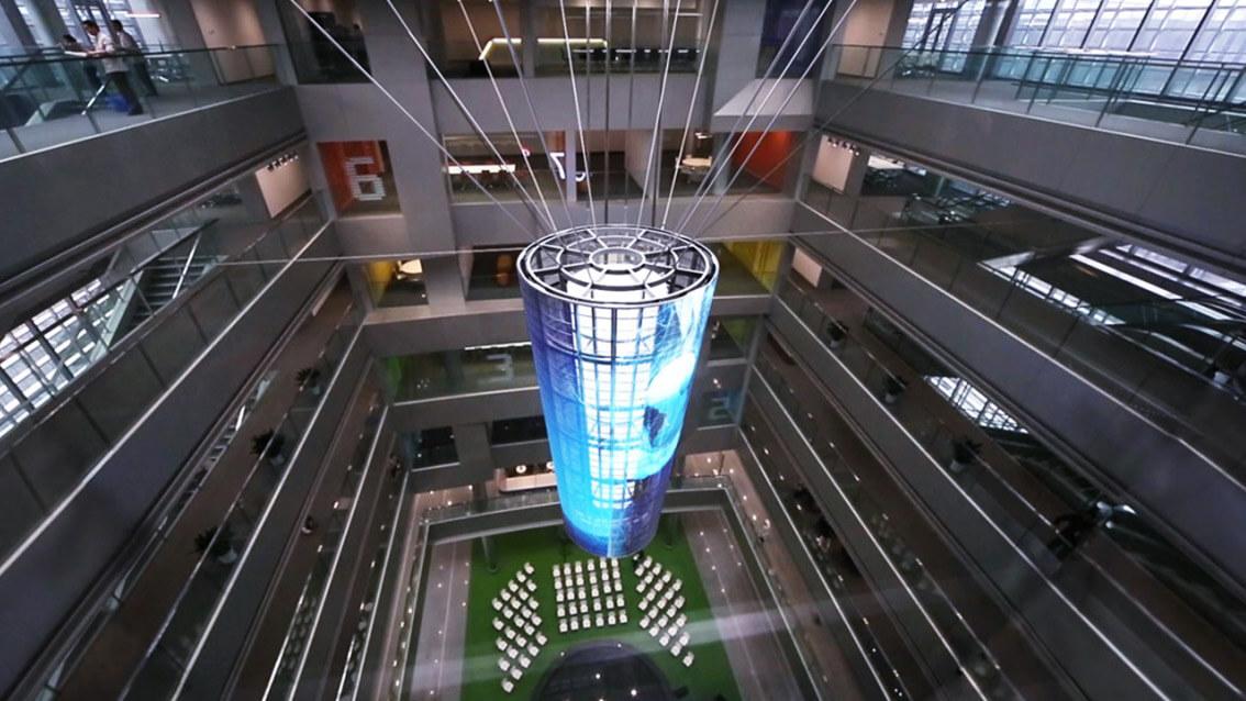 """中国最大SNS""""Weibo""""の運営会社本社に見られるウィンドウビジョンのシンボル「Eye of Sina」"""
