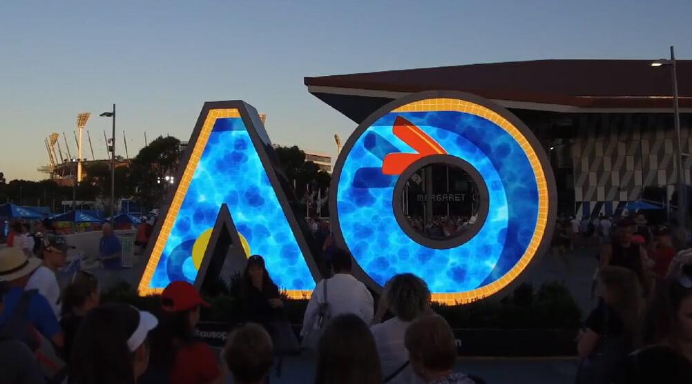 LEDビジョンの新たな形!オーストラリアで開催のテニス世界大会に見た「ロゴ」のLEDビジョン