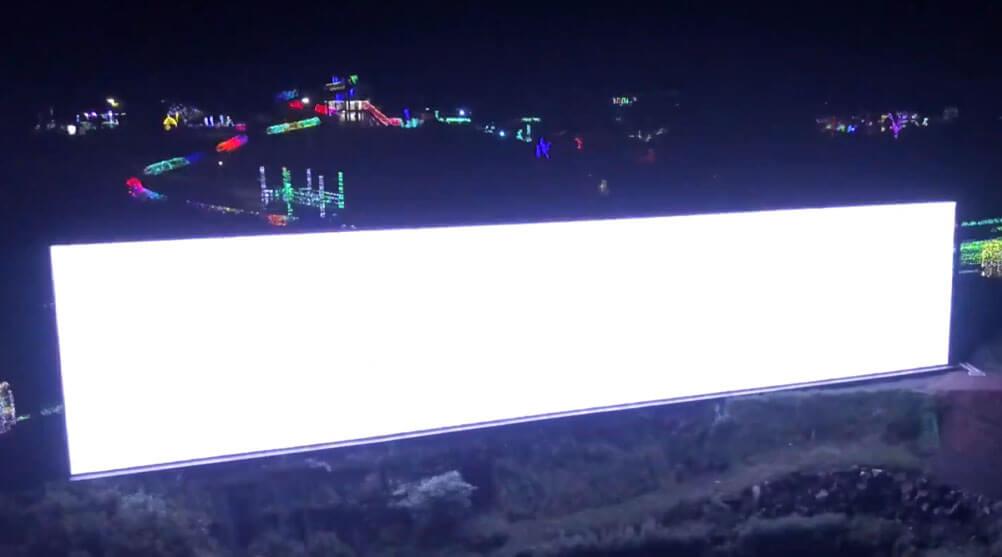 ついにシーズン到来!60メートルの巨大LEDビジョンが輝く伊豆高原のイルミネーション!