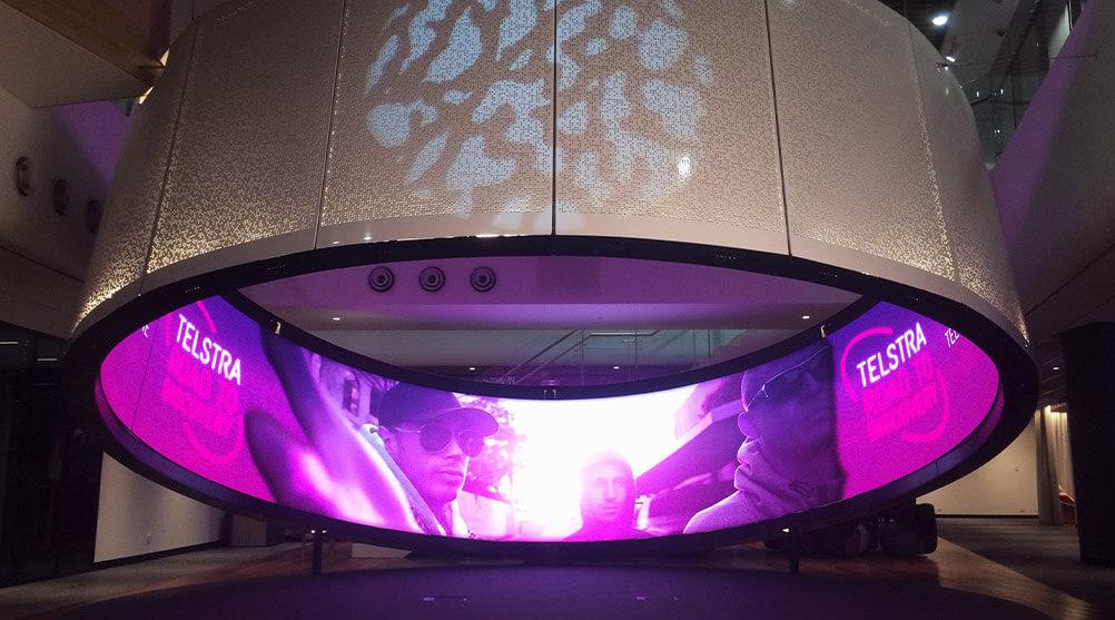 """オーストラリア最大の通信会社カスタマーセンターにも目を見張る""""LEDビジョン""""が新設されている!"""