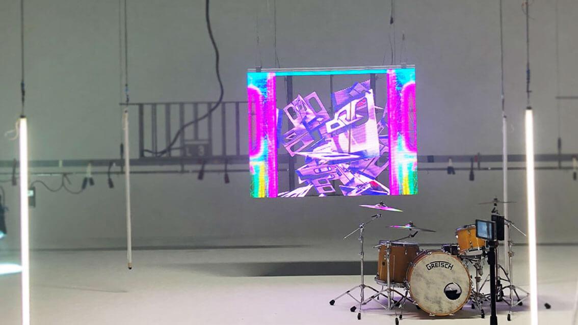 2/13発売、パノラマパナマタウンの1stアルバム収録楽曲「Top of the Head」MV撮影にウィンドウビジョンを導入しました