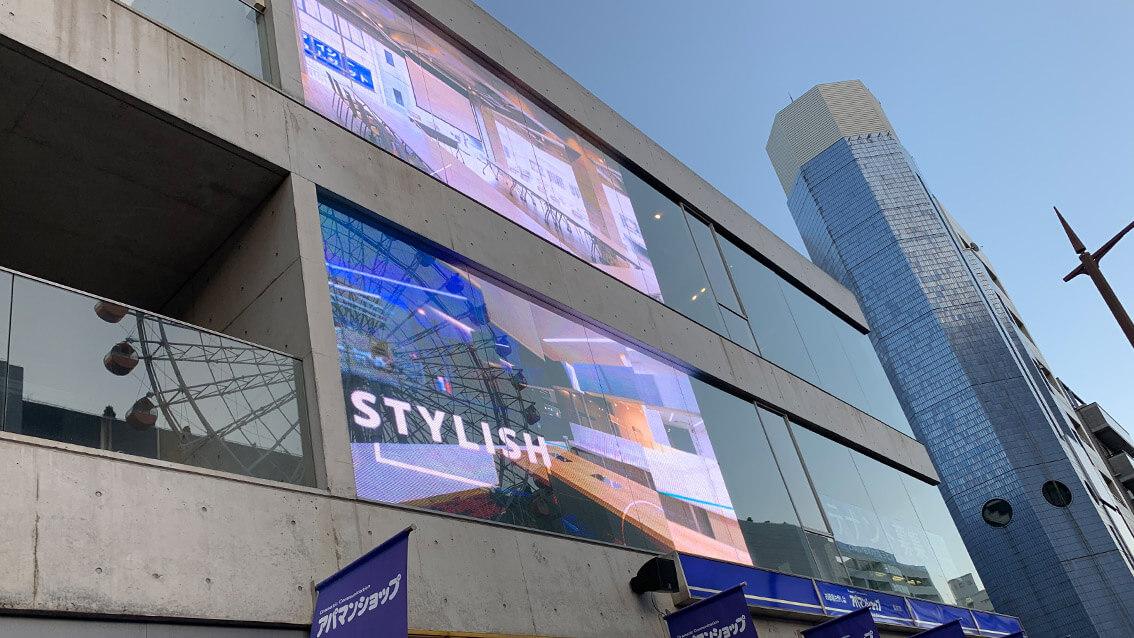 美しいオフィス窓面をメディア化「アパマンショップ 長崎店」に、透過型LED「ウィンドウビジョン」を2面設置しました