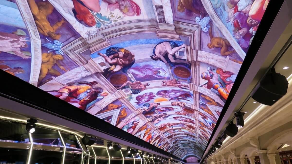 洋上最長の「LEDビジョン」に覆われた天井が豪華客船を変える!「MSC Bellissima」がデビュー