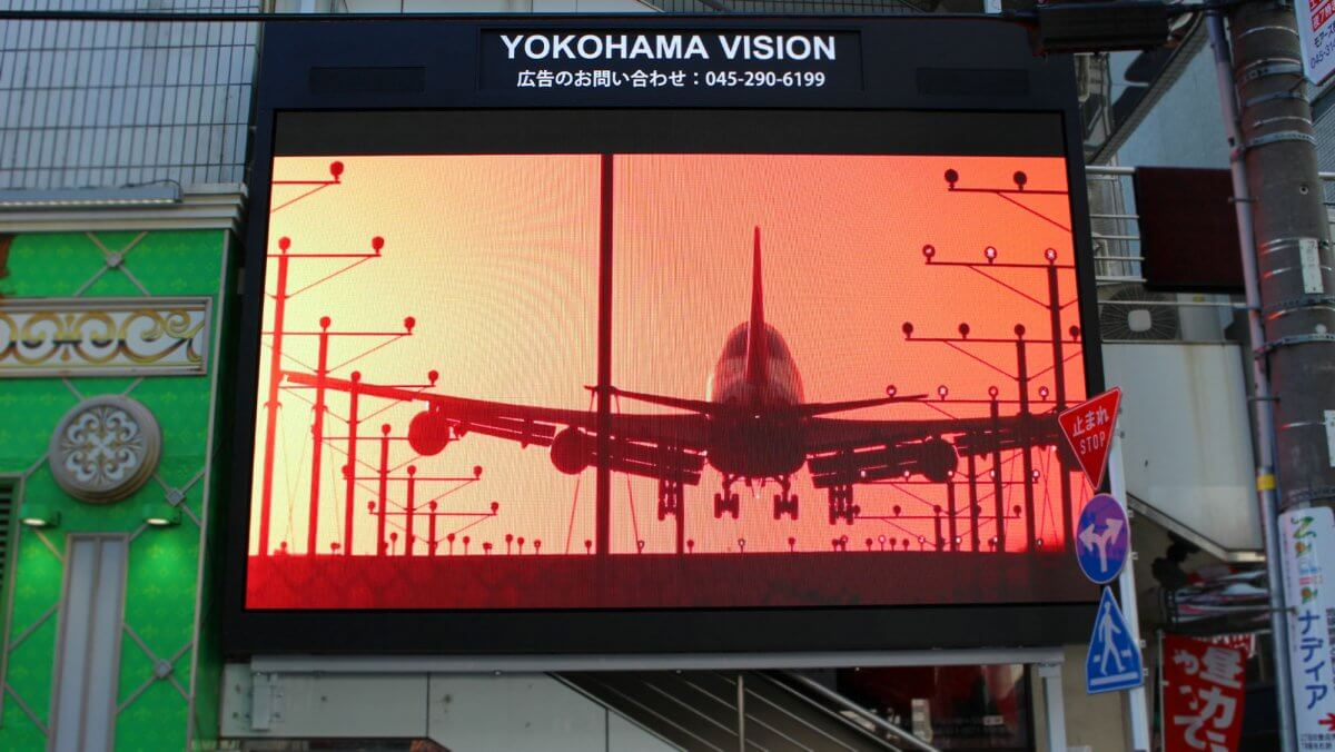 ヨコハマから世界にカルチャーを発信!横浜駅前に誕生した「YOKOHAMA VISION」を設置しました