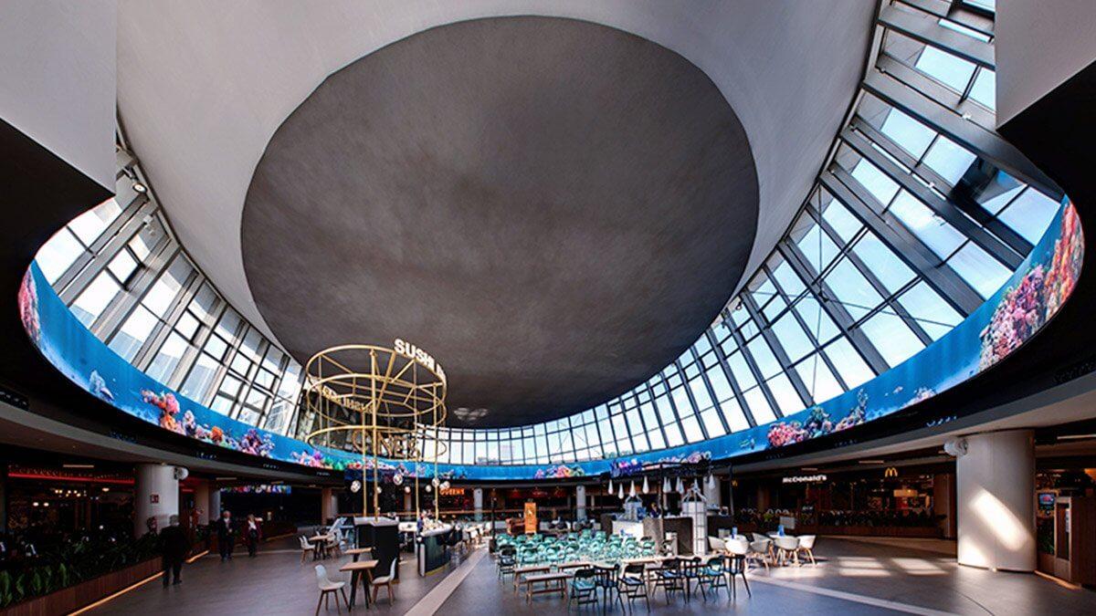 360度視認できるパノラマ円形の「LEDビジョン」がスペインのショッピングモールに誕生