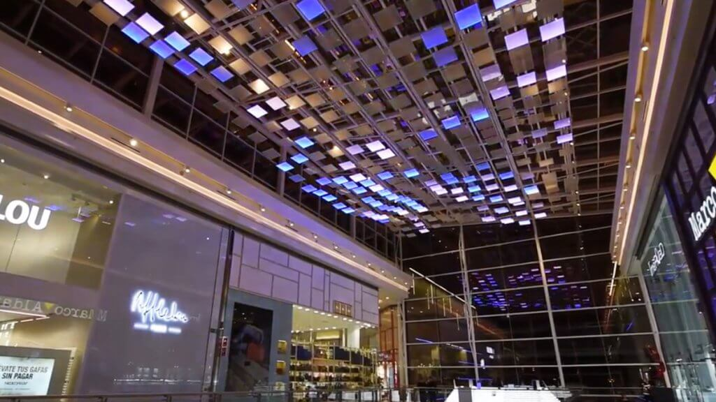 LEDビジョン スペイン 事例 集客