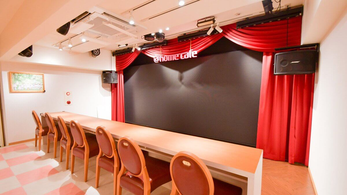 大阪・日本橋に「@ほぉ~むカフェ大阪本店」がオープン!店舗ステージに大型LEDビジョンを設置しました