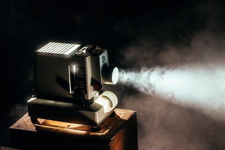 失敗しないプロジェクターの選び方|LEDディスプレイとの違いは?