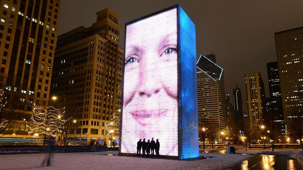 誕生から15年に驚き!シカゴの名物LEDビジョンによる噴水「クラウン・ファウンテン」