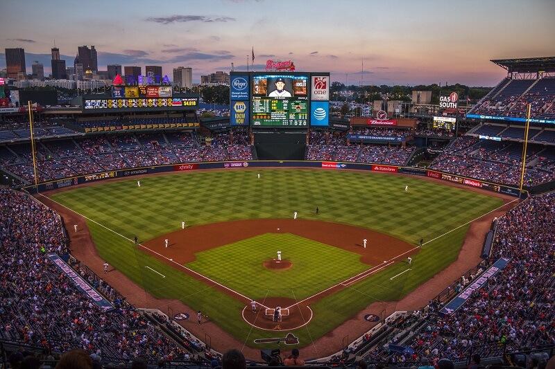 野球場の大型映像装置「オーロラビジョン」とは?   LED技術でできること