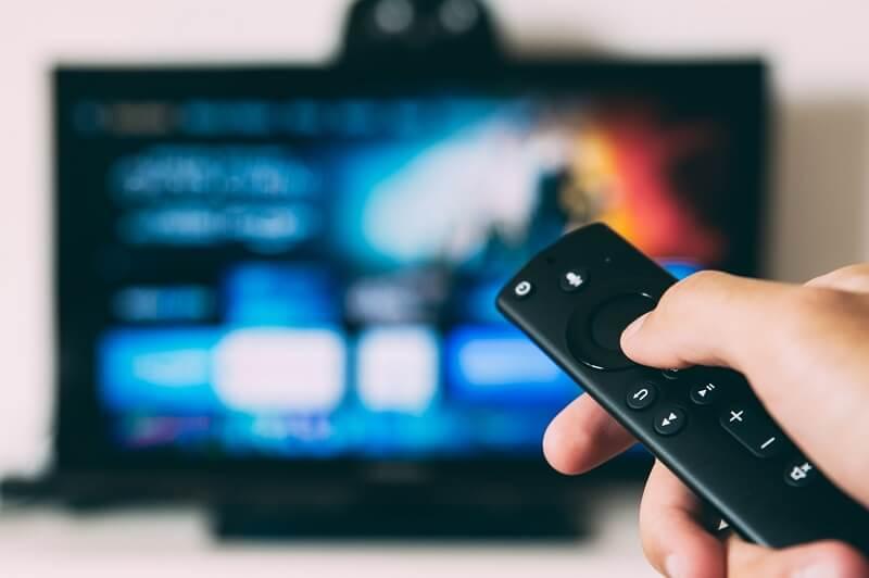デジタルサイネージに普通のテレビを使える?代用する方法や違い・安価に済ませたいなら必見!