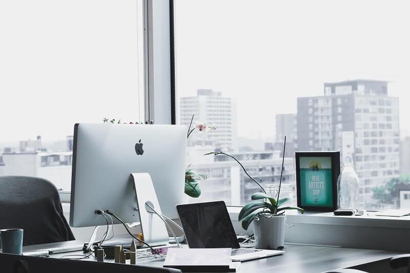 オフィスサイネージとは?情報共有・活用方法・自社広告・導入事例