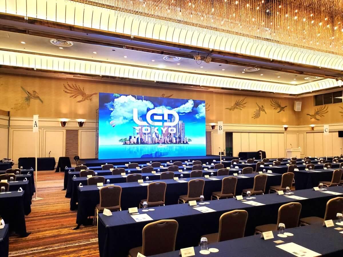 東京プリンスホテル「鳳凰の間」開催のカンファレンスに4K対応大型LEDビジョンを設置しました