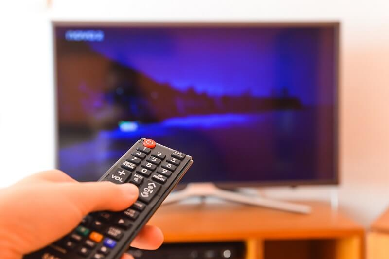 デジタルサイネージとテレビのモニターは何が違う?サイネージ用ディスプレイを使うべき理由