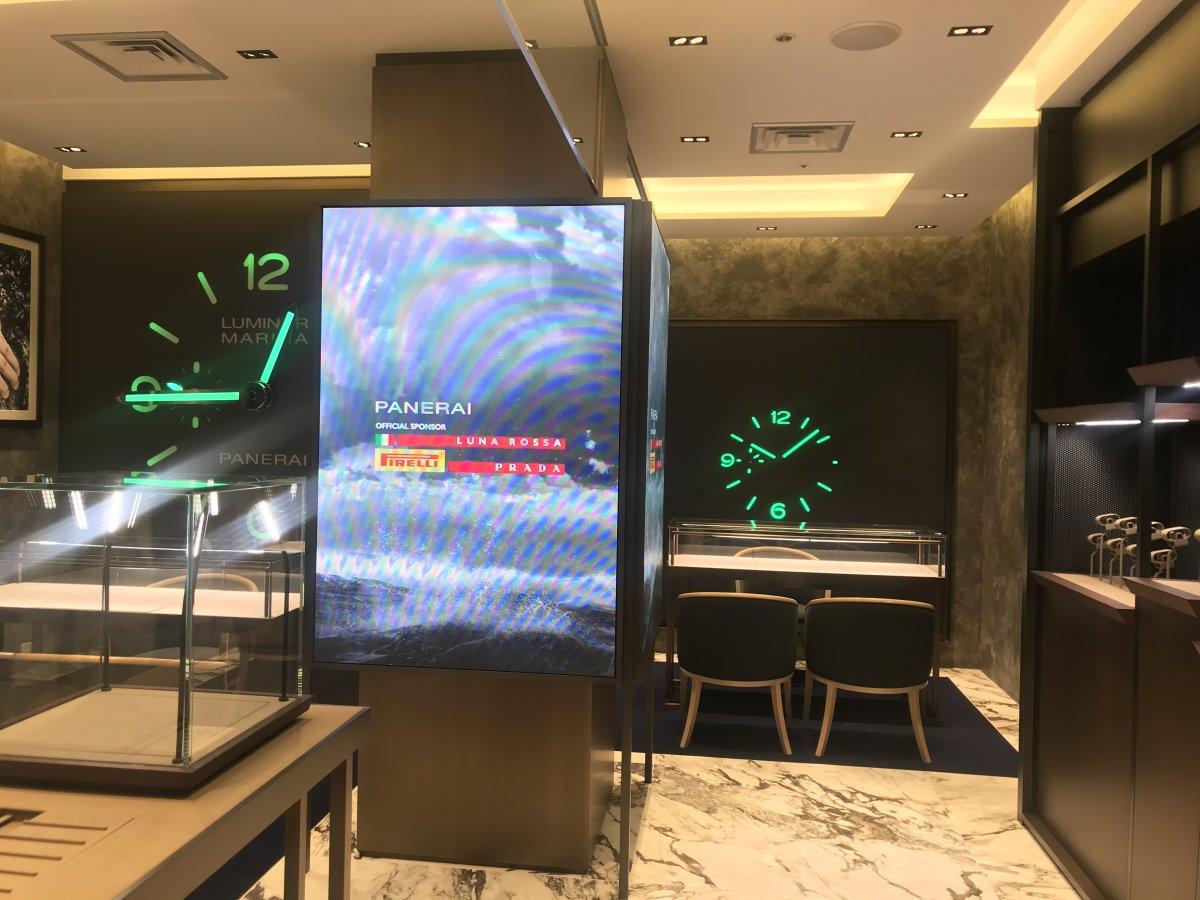 パネライ ブティック 岩田屋 福岡本店にLEDビジョンを導入しました。