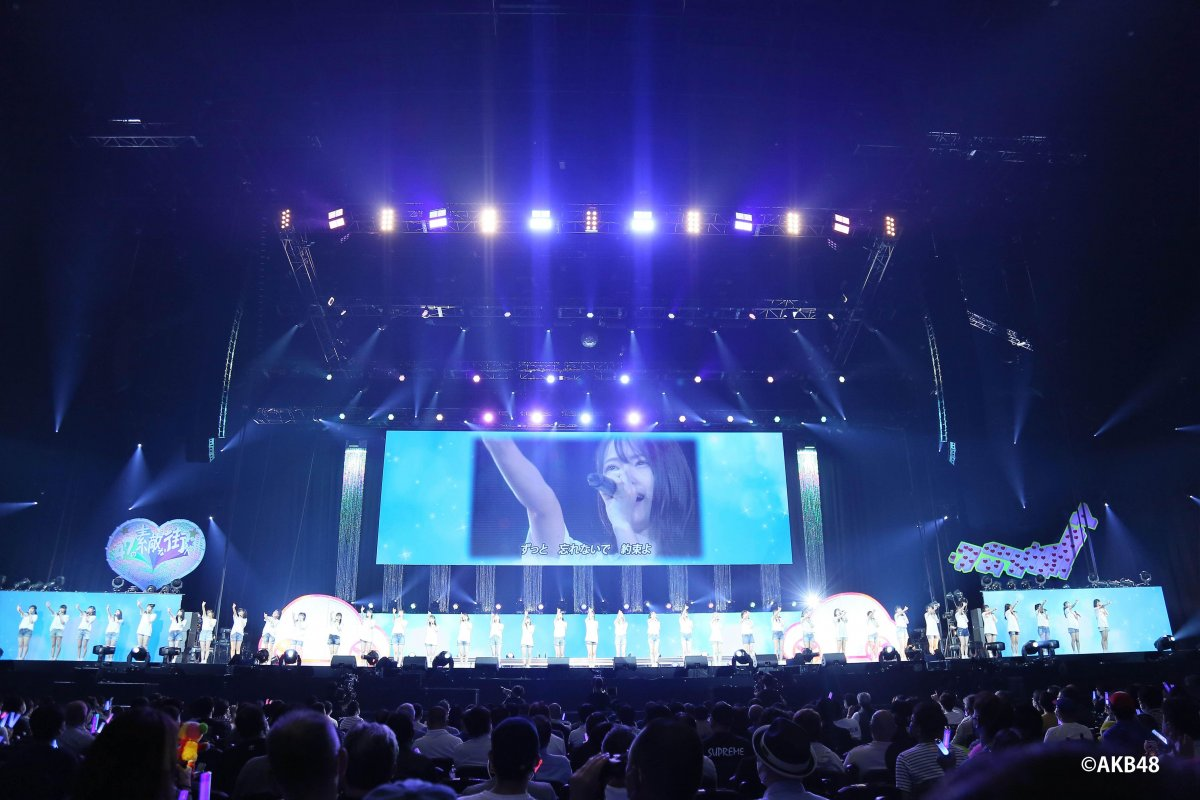AKB48コンサート『17LIVE presents AKB48 15th Anniversary LIVE』にLEDビジョンを導入しました。