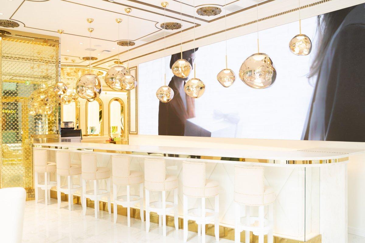 世界初、シャンパンブランドのフラッグシップショップ『ANGEL CHAMPAGNE(エンジェル シャンパン)銀座店』にLEDビジョンを導入しました。